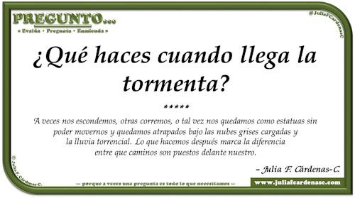 Pregunto… Tarjeta de pregunta y respuesta en Español como reflexiones de la vida acerca de problemas y decisiones. @JuliaFCardenasC